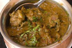Ricetta molto facile per preparare un piatto di pollo al curry, usando del petto di pollo. La ricetta è facile e veloce ma non è una ricetta della cucina indiana.