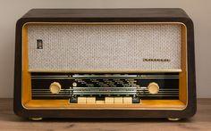 Babcia Lucynka Minimal Techno, Antique Radio, Marshall Speaker, Polish, Wikimedia Commons, Retro, Radios, Antiques, Mathematics
