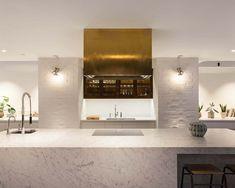 weiße küche bronzene dunstabzugshaube akzent kochinsel theke