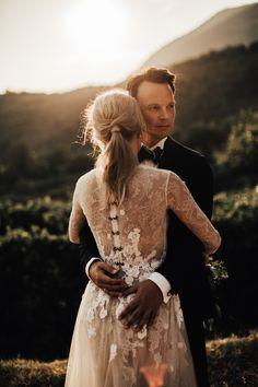 Otilia Brailoiu wedding dress, sunset wedding portrait in Italy. Bride with pony tail Sunset Wedding, Photography Portfolio, Wedding Portraits, Ponytail, Bridal Dresses, Hipster, Italy, Weddings, Fashion