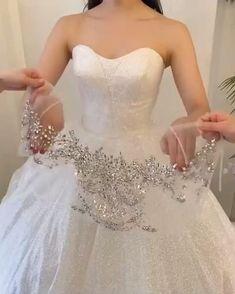 Wedding Dress Sketches, Fancy Wedding Dresses, Simple Wedding Gowns, Bridal Outfits, Bridal Dresses, Bridesmaid Dresses, Fashion Dresses, Friends Video, Beauty Makeup