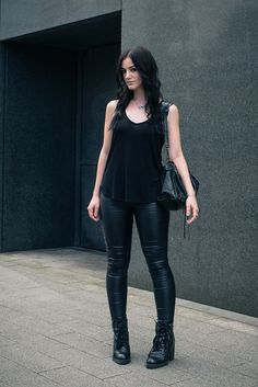 H m outfits, tank top outfits, school outfits, all black fashion, all Tank Top Outfits, All Black Fashion, All Black Outfit, Simple Outfits, Cute Outfits, Casual Goth, Estilo Rock, Wearing All Black, Gothic Outfits