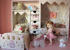 Amelia Thimble in her room. Great idea using doll case.