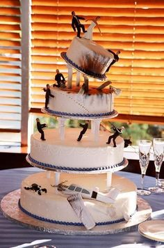 Oh Hell to the yes! If I ever decide to get gay married, I'm TOTALLY getting a cake like this, though I'll probably opt for something more zombie-esque than men in suits. ;-)