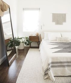 5 of the most serene and beautiful minimalist bedrooms - I can't promise this post won't give you major design envy....you've been warned.