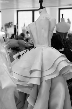 Making Cannes Red Carpet Dresses -Ralph & Russo For Aishwarya Rai Bachchan Interesting zig-zag stitch for the horsehair braidA moment on the red carpet, but months in the making - Vogue takes you inside the making of a red-carpet marvelSTARS like Cha Couture Details, Fashion Details, Fashion Design, Couture Dresses, Fashion Dresses, World Of Fashion, High Fashion, Draping Techniques, Couture Sewing Techniques