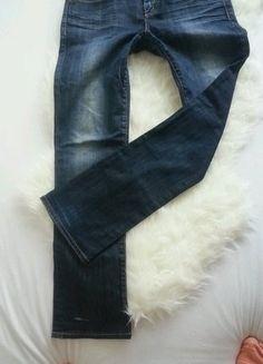 Kupuj mé předměty na #vinted http://www.vinted.cz/damske-obleceni/dziny/15512932-sisle-tmavomodre-dziny-guess