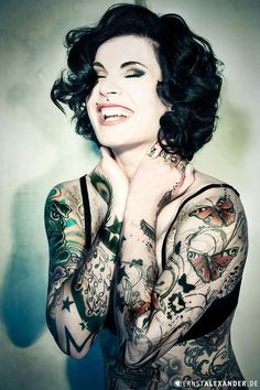 I love the background noise in this tattoo (her left arm) #Tattoos