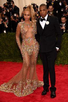 Brides: Jay-Z Sent Beyonce 10,000 Roses Before Her Superbowl Halftime Show