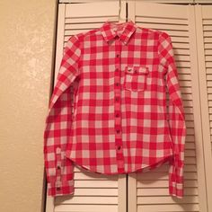 Buttons down top White and orange plaid Hollister long sleeve buttons down shirt Hollister Tops Button Down Shirts