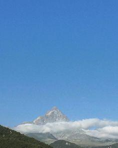 """Monviso Piemonte Italia @mb68 su Instagram: """"#monviso #piemonte #montagna #italia #mountains #mountian #italy #bergen #italien #clouds #nuvole #mountainphotography #mountainview…"""" Bergen, Mount Everest, Clouds, Mountains, Nature, Travel, Instagram, Italia, Naturaleza"""