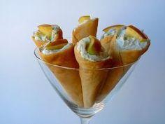 """Ingredientes: (Para 8 cucuruchos) 8 obleas de masa para empanadillas """"La Cocinera"""" 1/2 tarrina de queso Philadelphia light Queso ..."""