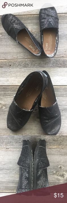 Black Glitter TOMS Black glitter TOMS in VGUC for very minor patch on toe where glitter has worn off (not noticeable imo). Size 12.5 youth. TOMS Shoes