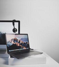 Macbook Pro Tips, Iphone 5s Screen, Mac Notebook, Macbook Pro Unibody, Macbook Accessories, New Ipad Pro, Desk Setup, Apple Mac, Apple Products