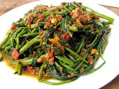 Kangkong Belachan or Sambal Kangkong: water convolvulus stir fried with sambal belachan chilli. Must try for those with fire in the belly. Yummy Vegetable Recipes, Spicy Recipes, Vegetable Dishes, Asian Recipes, Cooking Recipes, Ethnic Recipes, Cooking Ideas, Malaysian Cuisine, Malaysian Food
