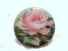 BEAUTIFUL-ANTIQUE-VINTAGE-PORCELAIN-CHINA-HAND-PAINTED-BUTTON-PINK-ROSE