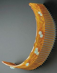 A René Lalique carved horn and moulded glass tiara, circa 1903-1904.