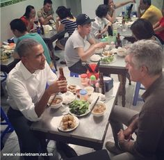 "U.S. President Barack Obama Like To Eats ""Bún Chả"" In Vietnam 1"
