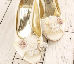 Hey, I found this really awesome Etsy listing at https://www.etsy.com/au/listing/219677609/wedding-shoe-clips-bridal-shoe-clips