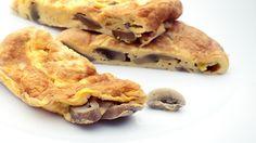 TORTILLA DE CHAMPIÑONES.  El champiñón y el huevo son una buena combinación de sabores y texturas. Además de la comodidad, esta tortilla francesa nos aporta las propiedades del 'champi', buena fuente de proteínas, minerales y fibra.  $4.50