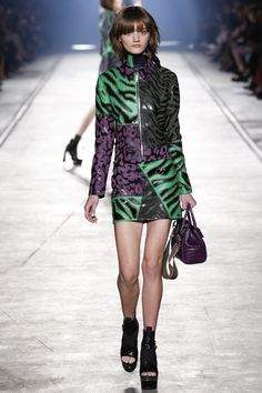 Versace Spring 2016 Ready-to-Wear Collection Photos - Vogue