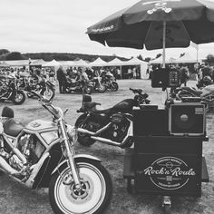 www.rocknroule.fun #festival #harleydavidson #custom #biker #vintage #evreux #rock #rocknroll #musique #trio #triopopcorn Concert Rock, Harley Davidson, Pop Rock, Rockn Roll, Animation, Motorcycle, Vehicles, Fun, Vintage