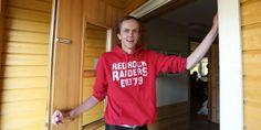 Ingen vil være støttekontakt for 115 kr. Jobben med å gi Nils Johan (37) en meningsfull fritid er så dårlig betalt at ingen vil ha den. En støttekontakt i kommunen hans tjener bare 115 kroner timen. http://www.ergostart.no