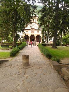 Manastirea Cozia Turism Romania, Bucharest, Sidewalk, Patio, Country, Architecture, Outdoor Decor, The World, Romania