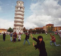 Mass Hysteria People Holding up Leaning Tower of Pisa | XxooM-Fun