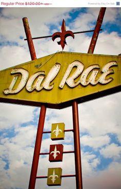 'Dal Rae Restaurant', Photo by RetroRoadsidePhoto