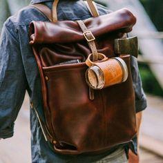 Een echt mannelijk plaatje. Prachtige leren rugtas | Beautiful leather backpack