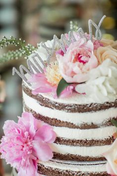 Whimsical naked cake: http://www.stylemepretty.com/new-jersey-weddings/avalon/2015/07/16/classically-elegant-wedding-in-new-jersey/ | Photography: Kaitlin Noel - http://www.kaitlinnoelphotography.com/