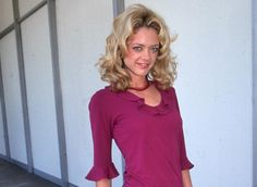 12th April 2000: Portrait of American actor Lisa Robin Kelly wearing a fuchsia blouse with a ruffled neckline and black Capri pants, standing on a film lot, Beverly Hills, California. (Photo by Munawar Hosain/Fotos International/Getty Images)