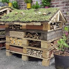 DIY firewood storage and shelf ideas, outdoor - simple interior ., DIY firewood storage and shelf ideas, outdoor - simple interior # bricolag Although ancient with strategy, the pergola has been having a modern-day renaissance these. Bug Hotel, Insect Hotel, Outdoor Garden Furniture, Easy Garden, Dream Garden, Garden Planning, Garden Projects, Garden Inspiration, Outdoor Gardens