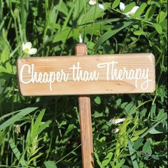 Seriously love this custom garden marker Vinegar Stain, Cute Garden Ideas, Stencil Wood, Custom Stencils, Garden Markers, Garden Stakes, Garden Signs, Raised Beds, Flower Beds