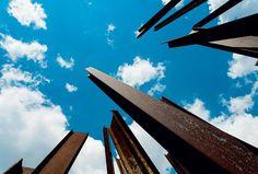 Obra Beam Drop Inhotim, de Chris Burden  (2008) (Foto: Tuca Reinés)