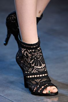 Dolce & Gabbana Spring 2012 Ready-to-Wear Collection Photos - Vogue Crochet Shoes Pattern, Shoe Pattern, Crochet Slippers, Crochet Lace, Flipflops, Strappy High Heels, White Heels, Lace Socks, Knit Shoes