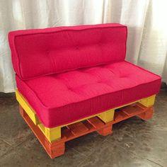 Almofada estilo Futon. Divididas em duas partes, almofada pra sentar e apoio. Em torno de 190,00 cada, feitas sob encomenda.