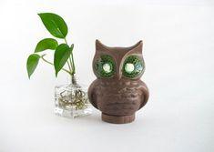 Vintage Owl Figurine, Kitschy Decor#decor #figurine #kitschy #owl #vintage Vintage Owl, Vintage Vases, Vintage Coffee Cups, Cookbook Holder, Vintage Garden Decor, Ceramic Owl, Ceramic Planters, Candlesticks, Pottery