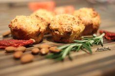 Diese herzhaften Feta-Tomaten-Muffins sind nicht nur gesund und lecker, sondern passen auch zu jeder Gelegenheit.