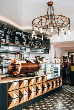 Breakfast & Brunch: Our favorite hipster cafes in Vienna - summer days - Vienna - Breakfast & Brunch: Our favorite hipster cafes in Vienna – summer days - Hipster Cafe, Hipster Coffee Shop, Vienna Summer, Restaurant Bar, Decadent Brownie Recipe, Fathers Day Brunch, Brunch Cafe, Vegan Cafe, Industrial Cafe