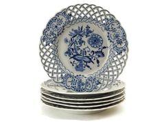 Blue Onion China Cake Plates, Set of 6 Vintage White Ceramic Zwiebelmuster Flower Dessert Plates with Lattice Edges Blue Dishes, White Dishes, Blue And White China, Blue China, Blue Onion, Antique Dishes, Blue Plates, China Plates, Himmelblau