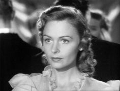 I just watched It's A Wonderful Life and it reminded me how much I love Donna Reed's classic style.