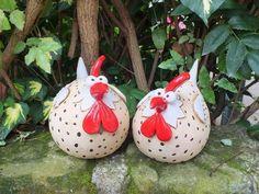 http://de.dawanda.com/product/86348211-gartenkeramik-skulptur-huhn-grl-vogel-henne-hahn