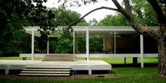 Mies van der Rohe is the master of modernist minimalism — and the Farnsworth House outside of Chicago is his opus. Farnsworth House, Ludwig Mies Van Der Rohe, Plan Design, Minimalist Home, Outdoor Furniture, Outdoor Decor, Beautiful Homes, Architecture Design, House Design