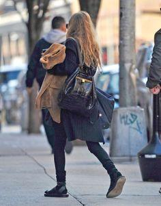Mary-Kate arriving at her office in New York on November 17, 2016 (via olsensobsessive.com)