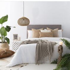 Neutral and natural bedroom set. Tropical leaves set off the room : Neutral and natural bedroom set. Tropical leaves set off the room Room Interior, Interior Design Living Room, Natural Bedroom, Minimalist Bedroom, Minimalist Decor, Minimalist Kitchen, Minimalist Interior, Minimalist Living, Modern Minimalist