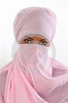 Διαβάστε για την Ορθόδοξη μπούρκα που έπρεπε να φοράνε υποχρεωτικά οι γυναίκες στο μεσαιωνικό Βυζάντιο. Δείτε:  http://iliastpromitheas.blogspot.gr/2017/10/blog-post_30.html