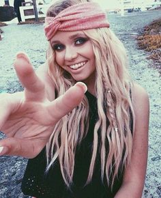 I love her braids in the pic! I'm trying 2 grow my hair out really long alli Simpson Cody Simpson, Hat Hairstyles, Pretty Hairstyles, Pirate Hairstyles, Beach Hairstyles, Plait Braid, Hippie Hair, Hippie Girls, Up Dos
