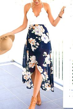 35 Stylish Street Style Outfit Ideas With Romantic Floral Blouses #floral #blouse #outfit #spring #summer #cute